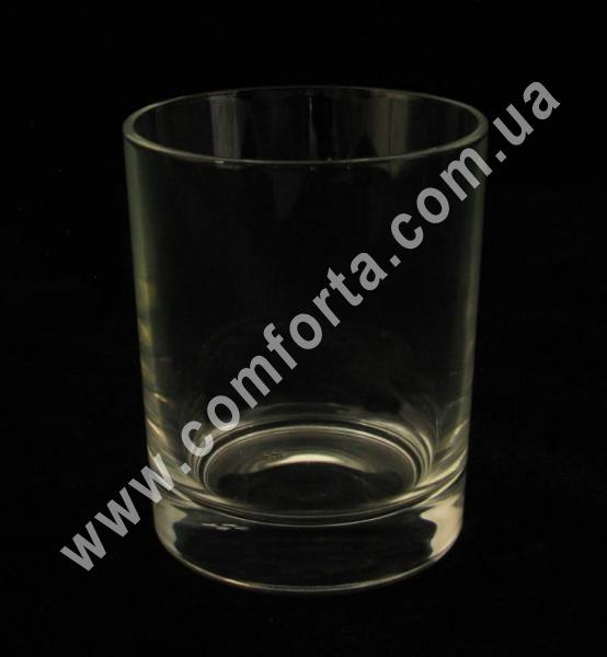 стеклянный подсвечник в форме стакана, высота - 9 см, диаметр - 7,5 см