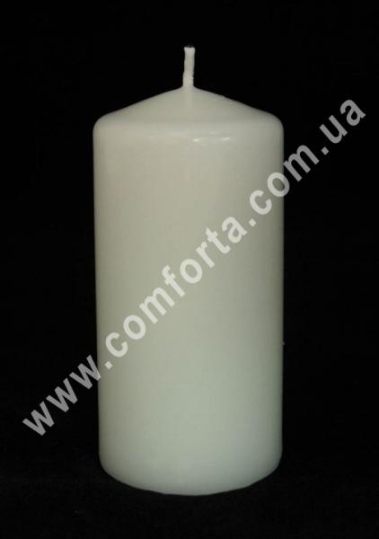 классическая парафиновая свеча в  форме цилиндра, высота - 12 см, диаметр - 6 см, цвет - белый