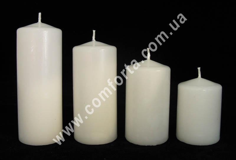 каскад парафиновіх свечей в форме цилидра, цвет - белый