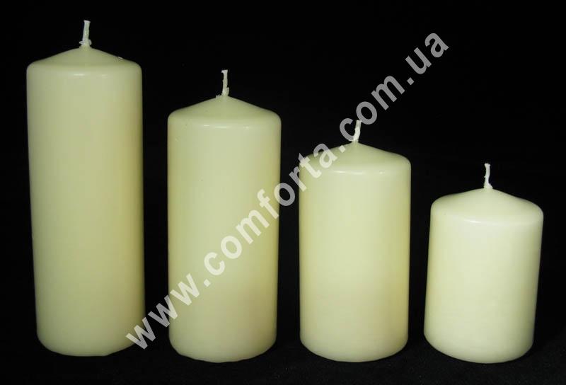 каскад парафиновых свечей в форме цилидра, цвет - кремовый