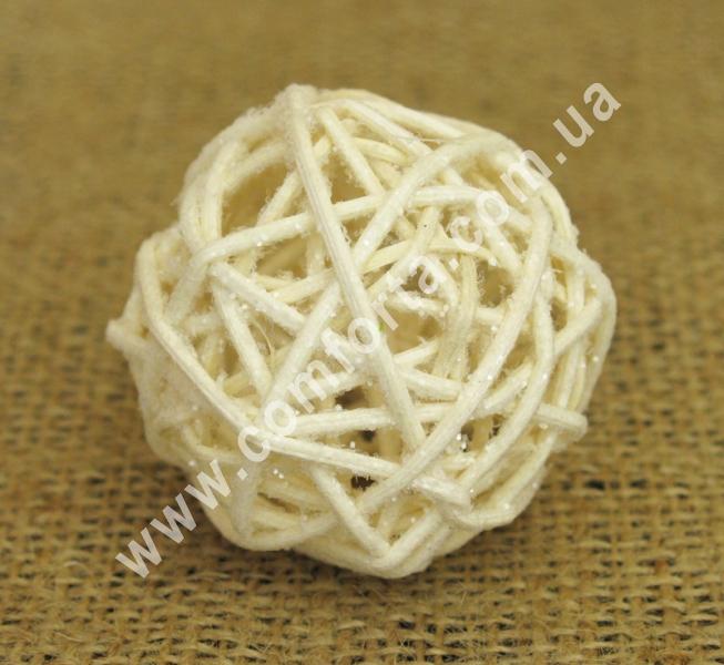 шарик из ротанга, диаметр - 5 см, цвет - бежевый с блестками
