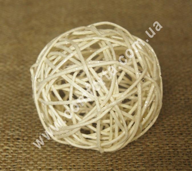 шарик из ротанга, диаметр - 7 см, цвет - бежевый с блестками