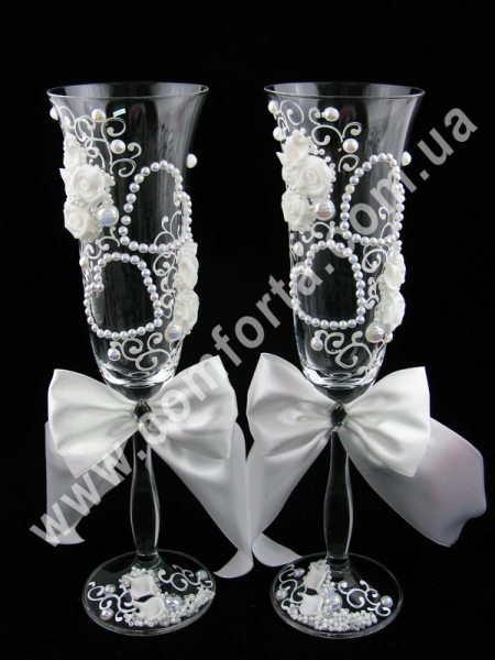 свадебные бокалы с атласными бантами