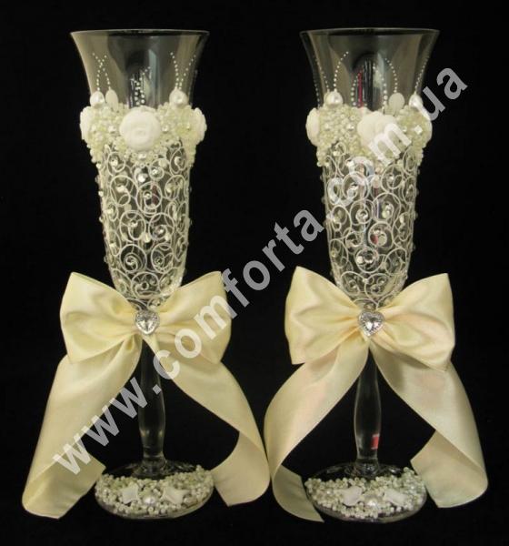 свадебные бокалы с атласными бантами, высота - 25 см, диаметр - 7 см, цвет - кремовый