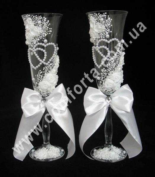 свадебные бокалы с атласными бантами, жемчужные сердца, высота - 25 см, диаметр - 7 см, объем - 190 мл