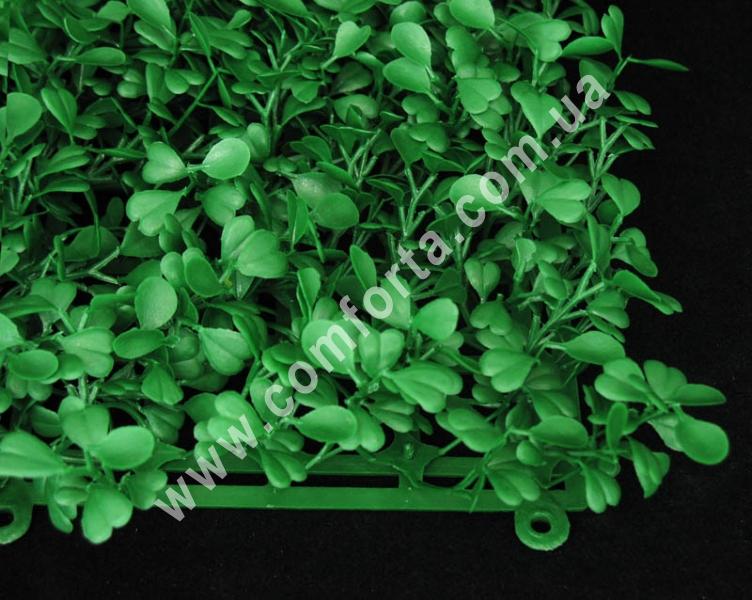 пластиковая основа из искусственного самшита, длина - 25 см, ширина - 25 см